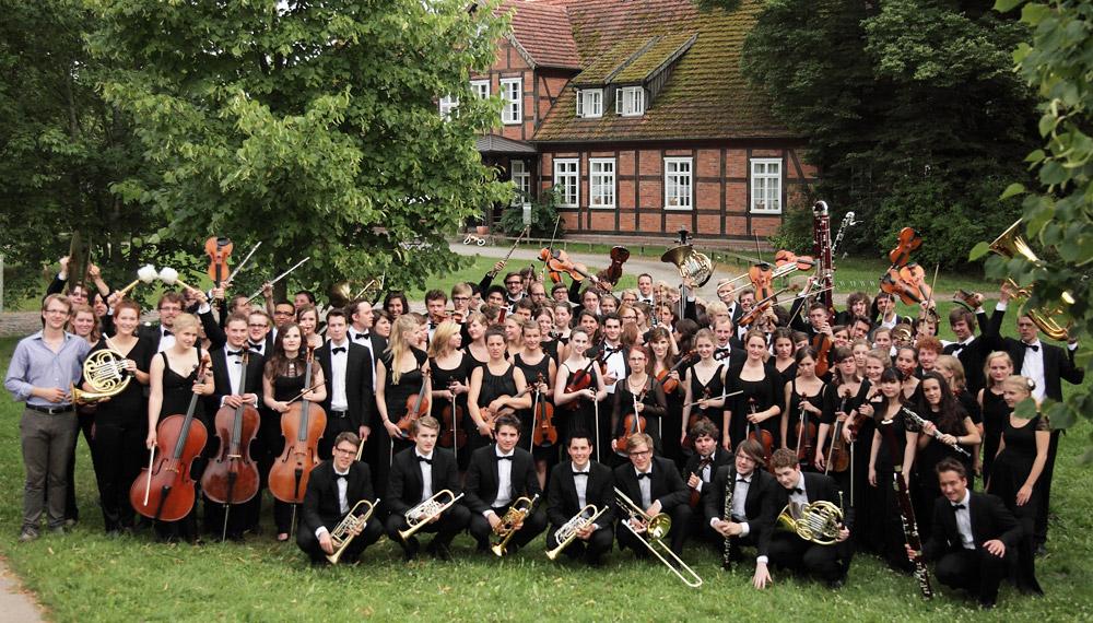 Ganz in der Nähe des Rosendomizils: Scheunenkonzert der jungen Klassiker. ⓒ junge norddeutsche philharmonie e.V.
