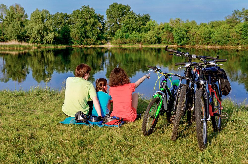 Gemeinsam per Pedes die Vielfalt der Seenplatte entdecken. © Istock/JaySi